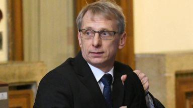 Министърът на образованието: Няма проблем с юридическата диплома на Иван Гешев