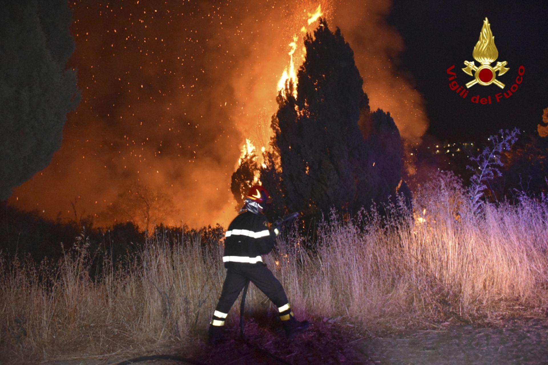 Пожар край Петралия Сопрана, в горната част на Мадоние, близо до Палермо