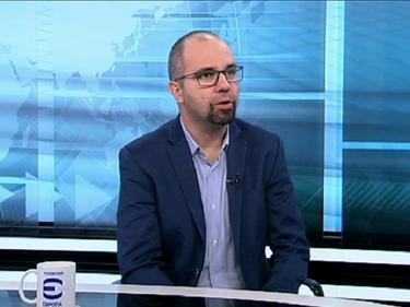Първан Симеонов: Тече масова импровизация на политическия терен