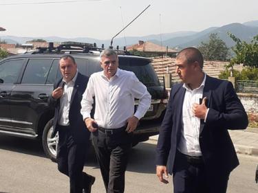 Служебният премиер пристигна в Старосел