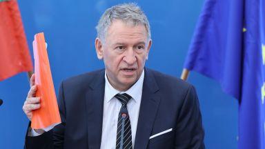 Кацаров отговори на критиките: Изумен съм, никакви ограничения не са наложени