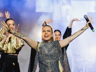 2 биса за Поли Генова на нейния #1 концерт