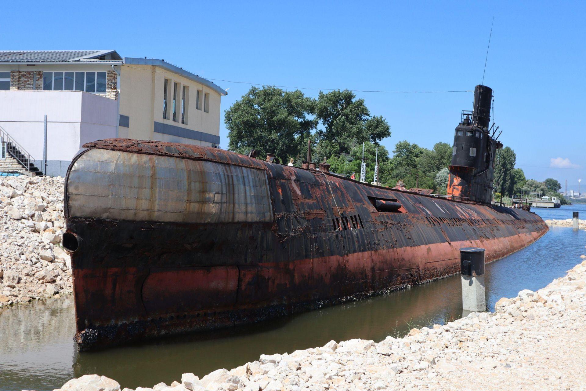 Подводницата, превърната в музей край Белослав