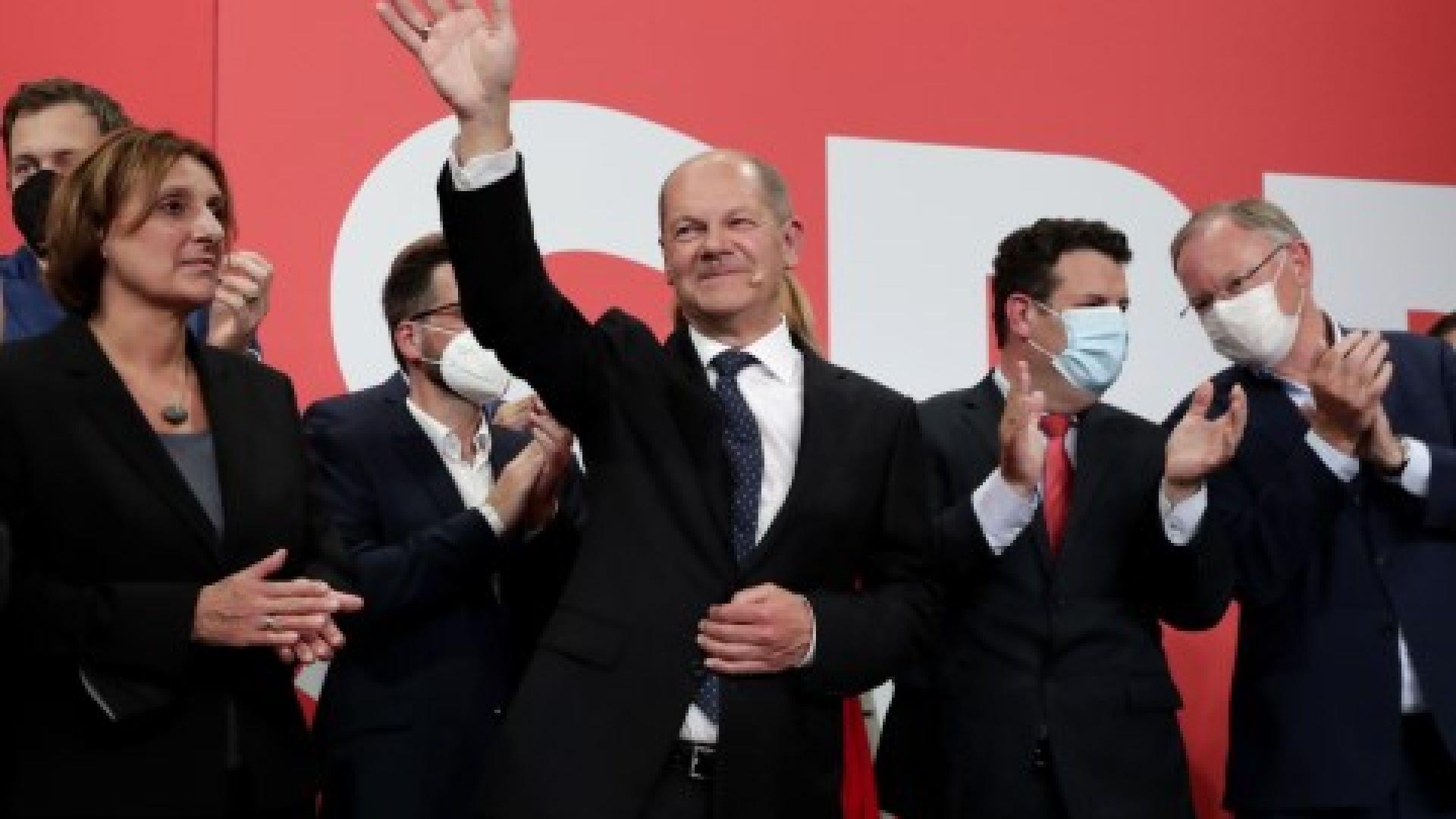 Олаф Шолц сред лагера на социалдемократите - той ли ще е новият канцлер