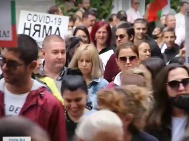 Протестът пред НС: Недоволните изгониха Манолова, Бабикян и Тошко Йорданов