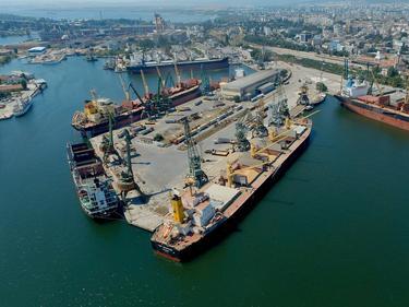 Работници от пристанище Варна - Запад излизат на протест