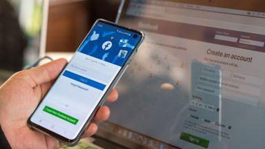 Facebook, Instagram и WhatsApp работят отново, а Зукърбърг вече е назад с 6 млрд. за 6 часа