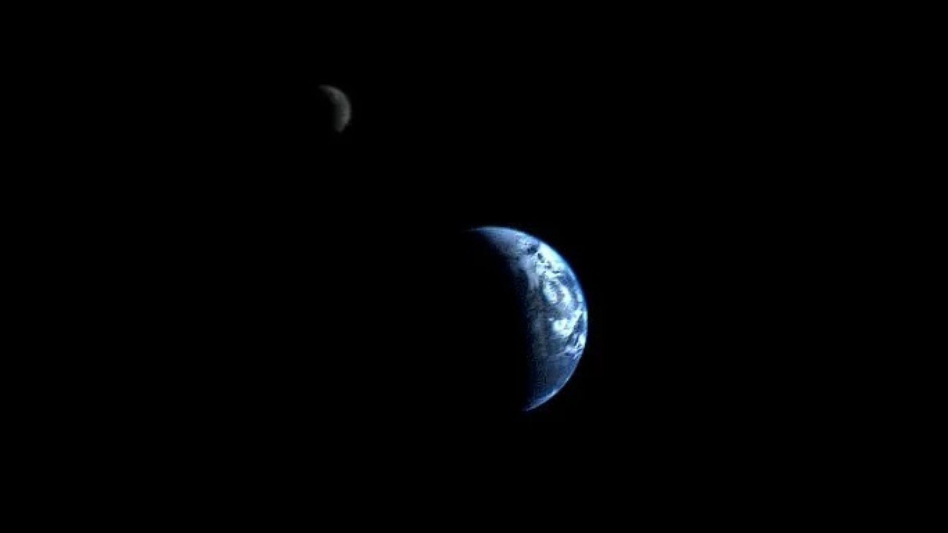 Земята и Луната, заснети заедно от