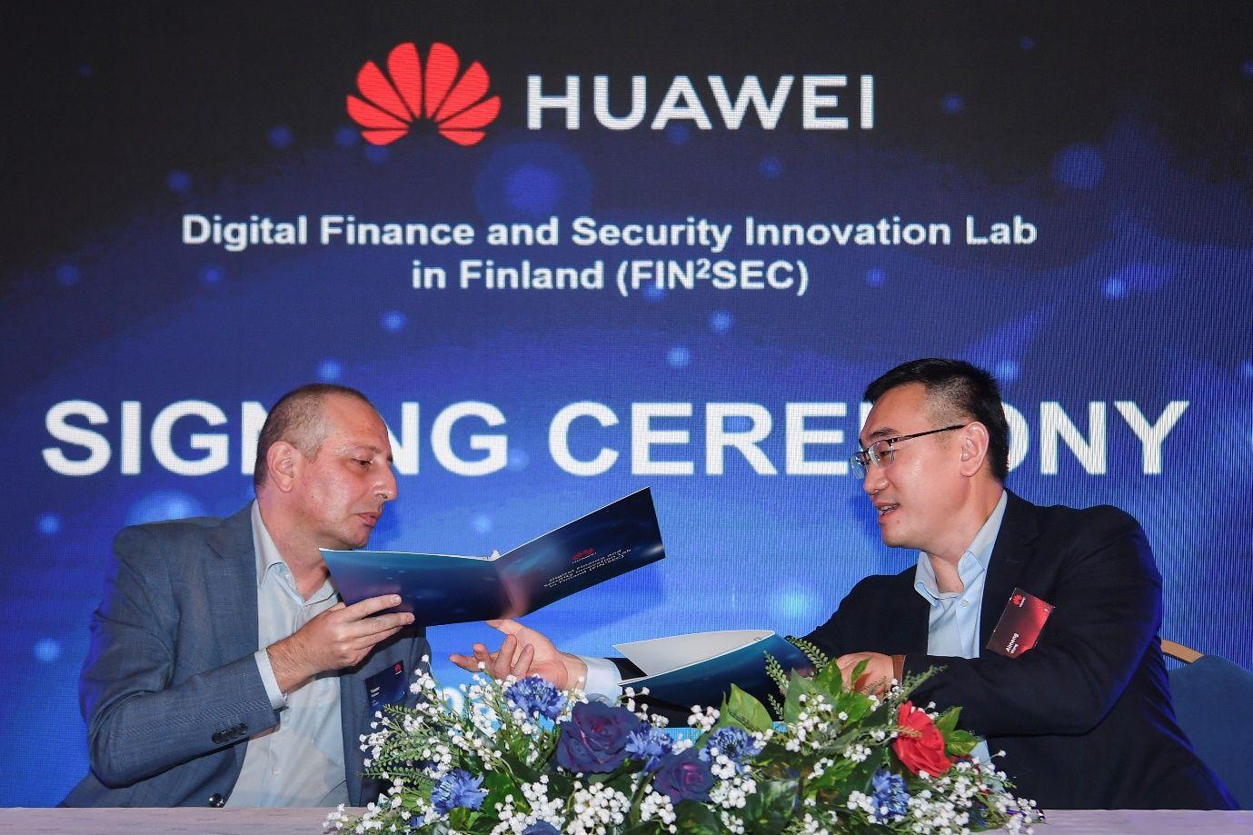 Явор Петров, Изпълнителен директор на iCard, по време на официалната церемония по подписване на Fin²Sec Memorandum of Understanding