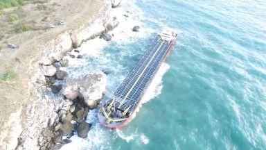 В радиус от 1 миля около заседналия кораб не е открито замърсяване на водата