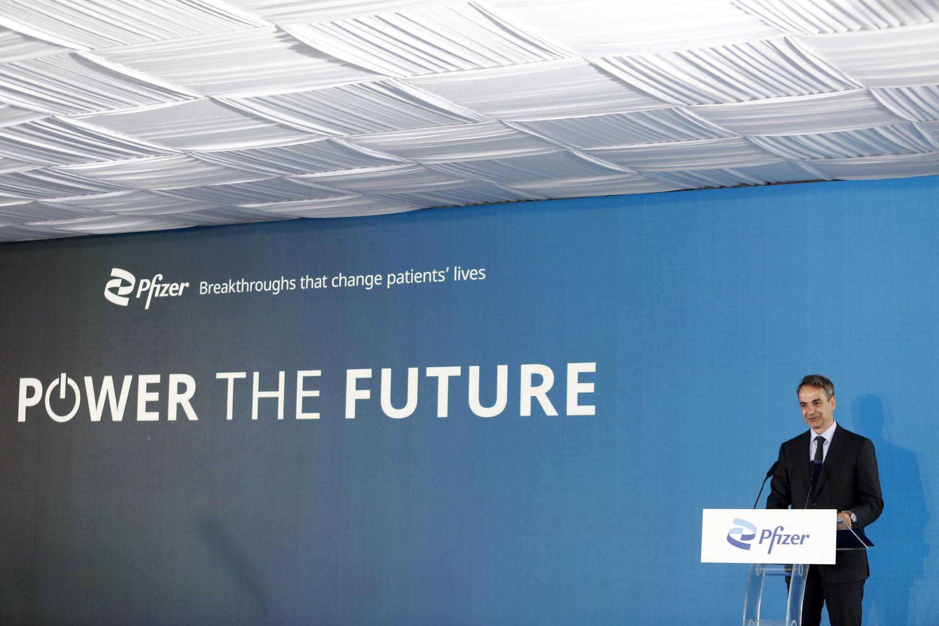 Гръцкият премиер подчерта, че в центровете на Пфайзер от следващата година ще работят 700 висококвалифицирани кадри от различни специалности