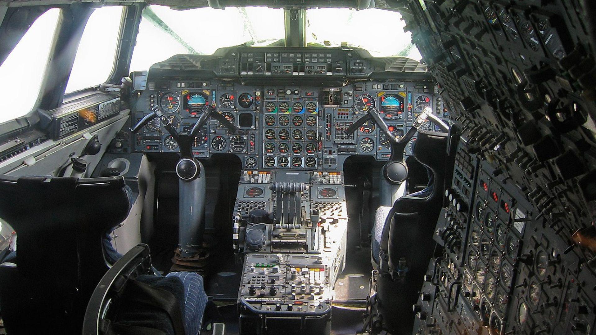Пилотската кабина на