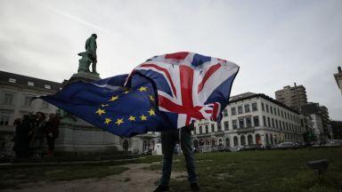"""Лондон и Брюксел избегнаха """"войната за наденичките"""""""
